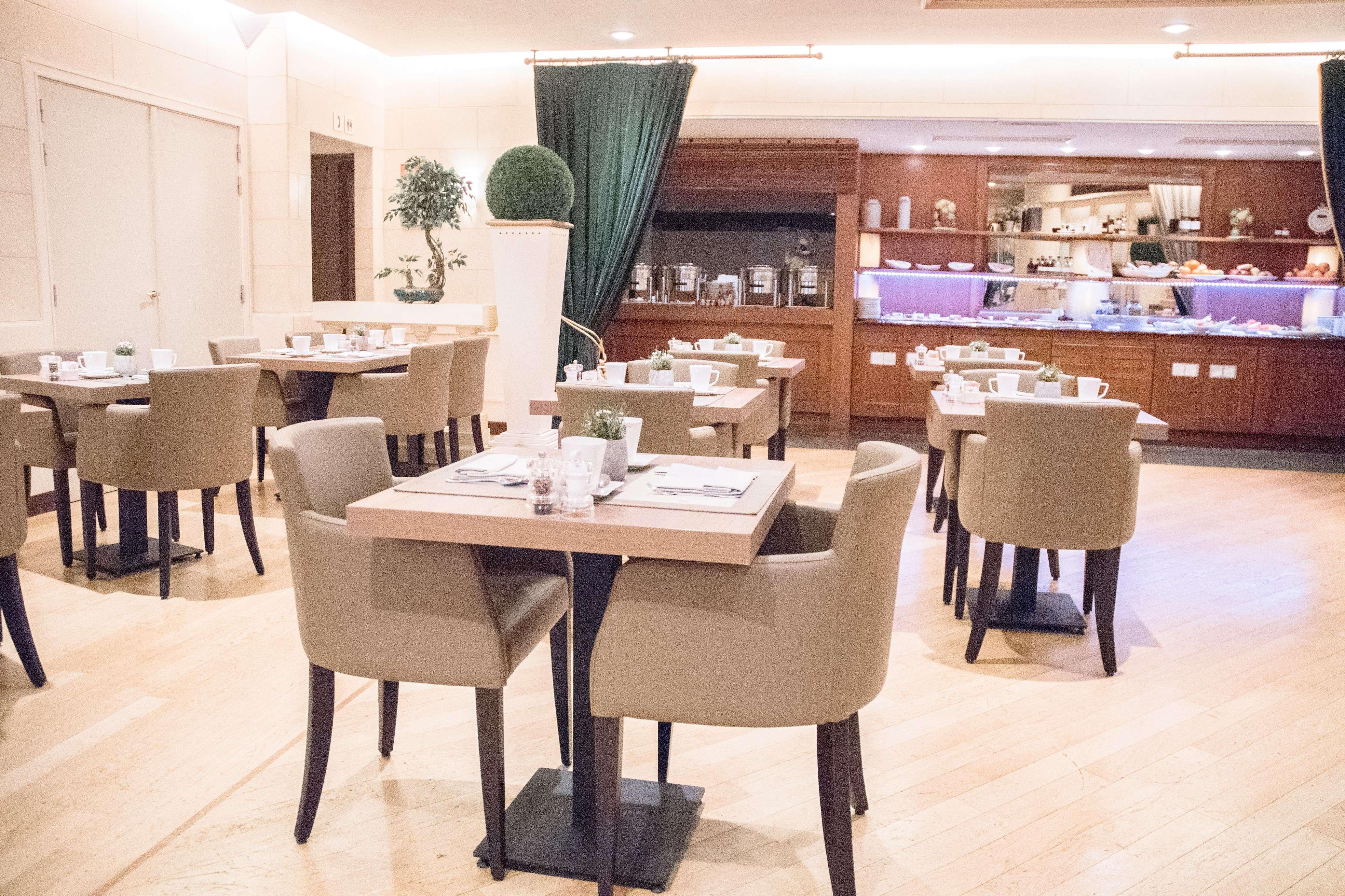 B'Artist Café